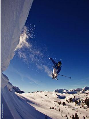 Sun skiier